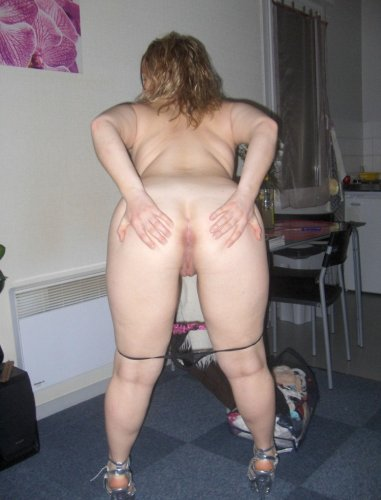 Hausfrau lässt sich tabulos in den Arsch ficken